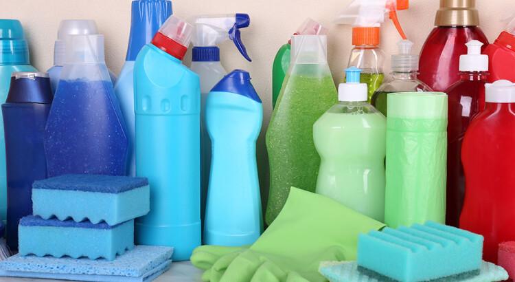 Kaip pasirinkti valymo priemones namams