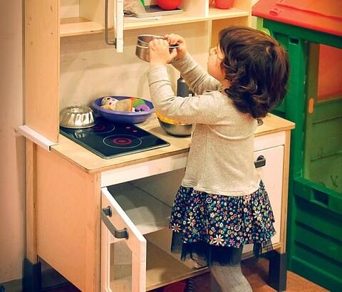 Kaip išsirinkti žaislinę virtuvėlę vaikui